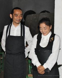 El Chef Shinichiro Sugama y Momoko Izumi, campeona de Japón de Venencia.
