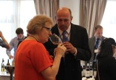 Sarah Jane Evans, Vicepresidenta del Institute of Masters of Wine, escritora, periodista, y experta en vinos españoles con Jaime González, de Bodegas Faustino González